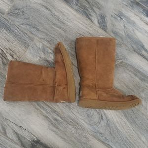 UGGS boots size 4